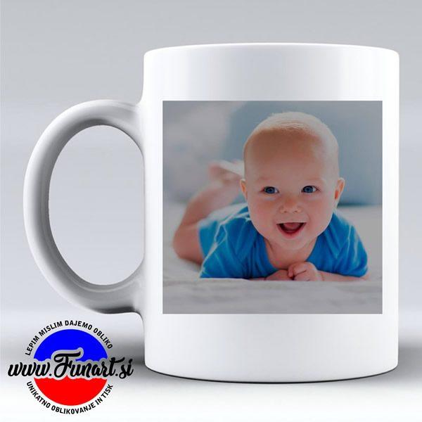 Skodelica Božiček s fotografijo vašega otroka